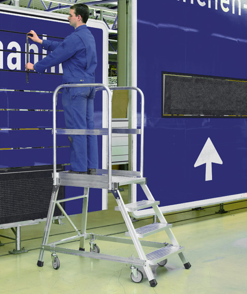 Podest aluminiowy jednostronny na wydziale montażowym