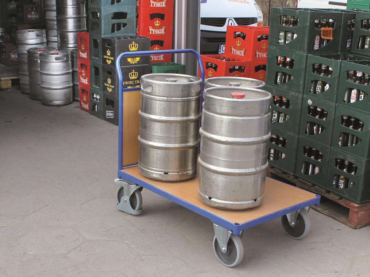 Wózek w hurtowni napojów, platforma MDF, koła z gumy szarej