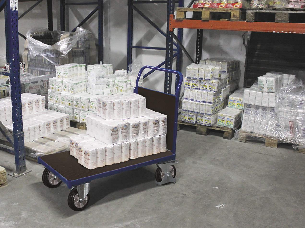 Wózek w hurtowni spożywczej, platforma ze sklejki antypoślizogowej, koła z bieżnikiem z gumy elastycznej